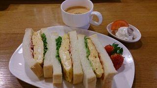 玉子サンド・スープ・サラダ・フルーツ.jpg